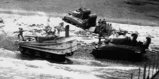 Chars Sherman DD en action sur Omaha Beach