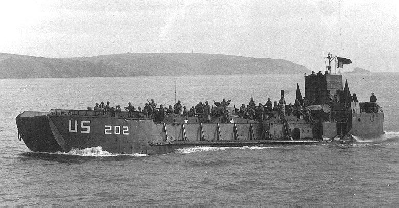 LCT transportant des chars américains en 1944
