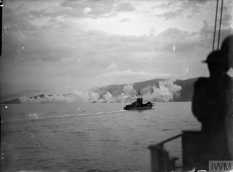 La ROYAL NAVY en approche d'une plage de débarquement le 6 juin 1944 © IWM.