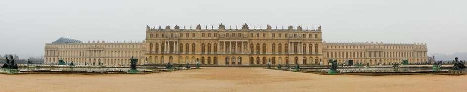 La façade côté jardin et ses deux miroirs d'eau, en 2009. crédit photo cquest/wikipedia